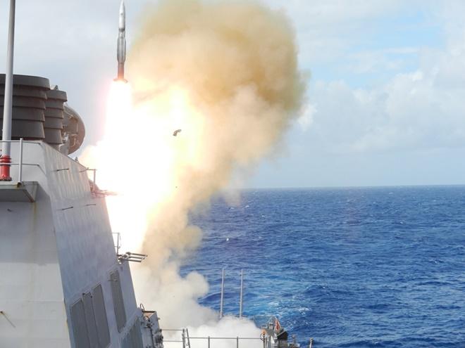 Tên lửa SM-2 có thể tiêu diệt mục tiêu đường không ở cự ly 187 km, tầm cao 24 km. Ảnh: Public Navy