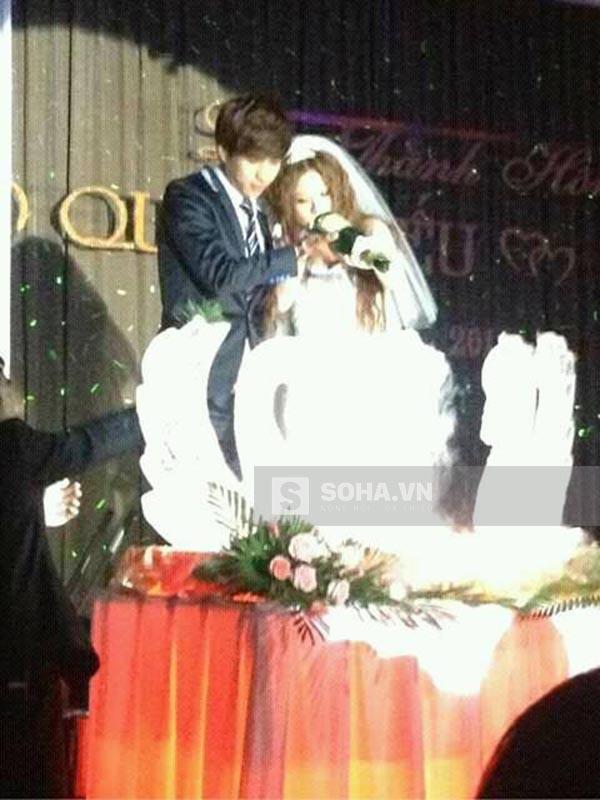 Tối 15/02, hình ảnh đám cưới của ca sĩ Hồ Quang Hiếu đã được phát tán tràn ngập trên mạng xã hội.