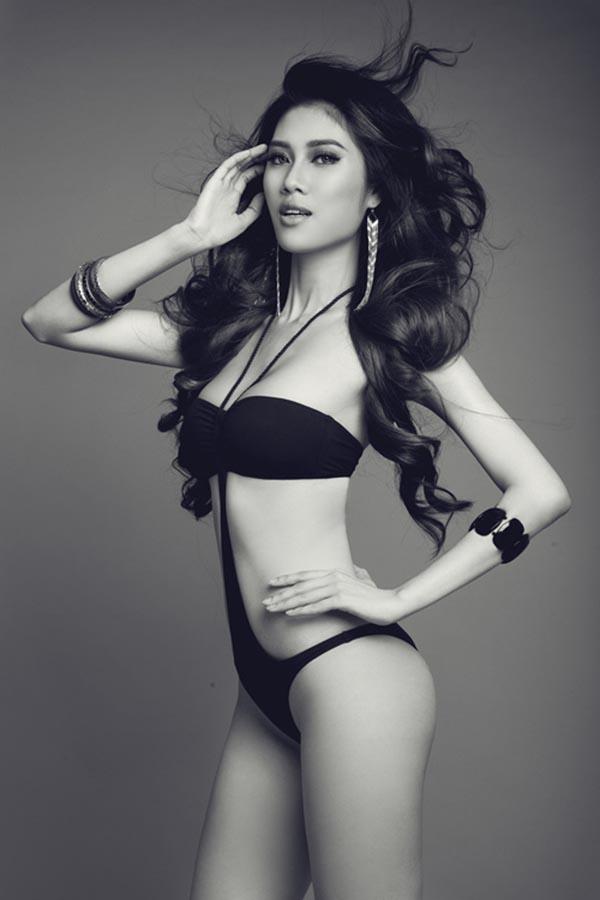 Thu Hằng sinh năm 1985 và từng đạt giải vàng Siêu mẫu Việt Nam 2002.