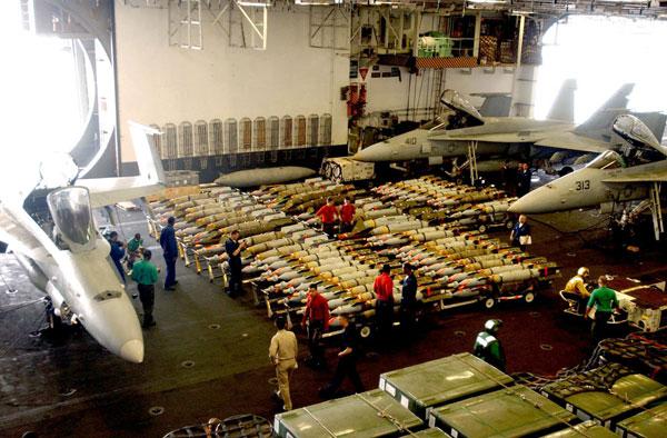 Phân xưởng cơ khí: Nó hoạt động như một xưởng vũ khí. Các nhân viên ở đây sẽ lắp cánh, bộ phận điều khiển cho bom thông minh, tên lửa, lắp ngòi nổ, sửa chữa máy bay. Máy bay và vũ khí sau khi được chuẩn bị xong sẽ được đưa lên boong bằng 3 thang máy khổng lồ dọc theo 2 bên mạn tàu.