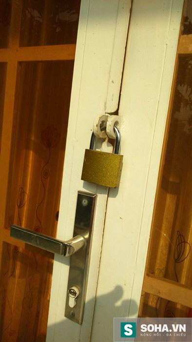 Ngôi nhà của gia đình anh Sử bị khóa lại.