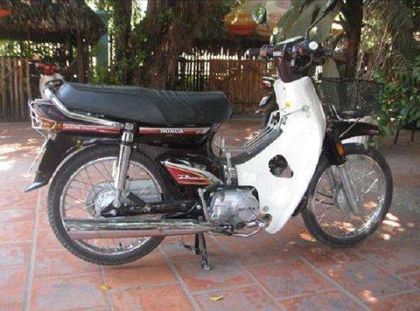 Chiếc Honda Dream II đời 2000 được rao bán với giá 155 triệu đồng. Ảnh: Đỗ Nhật Trường.