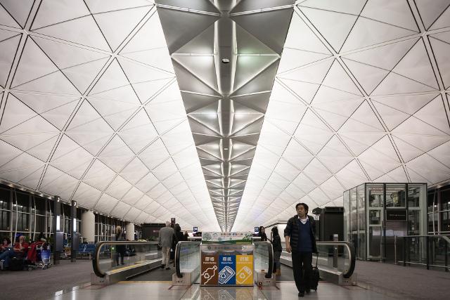Xie đã trốn ở sân bay Hong Kong suốt 1 tuần trời để đợi sinh con.