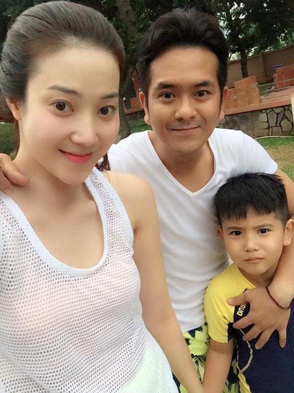 Hùng Thuận và vợ con.