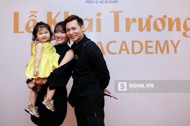 Quỳnh Trang và Viết Thành là cặp đôi dancer, biên đạo khá nổi tiếng trong giới khiêu vũ Việt Nam. Không chỉ là người hùng thầm lặng đằng sau các tài năng nhí, Viết Thành và Quỳnh Trang còn là biên đạo múa được nhiều sao Việt tin cậy.