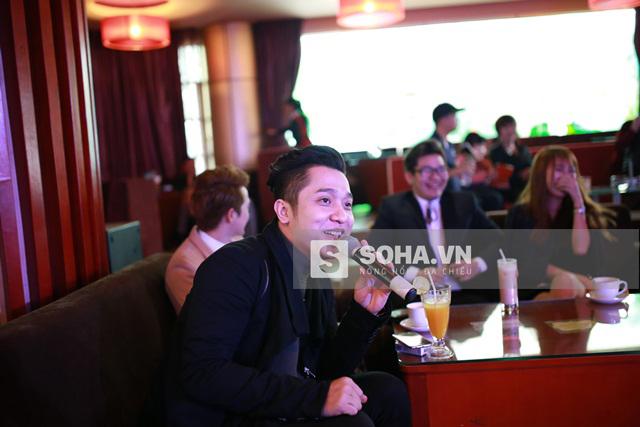 Có mặt tại buổi họp báo, Yanbi tỏ ra rất thích thú với MV mới của Lưu Kỳ Hương. Nam ca sĩ liên tục đưa ra những câu hỏi về địa điểm quay clip, về phong cách hòa âm phối khí cho ca khúc.