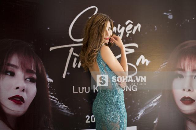 Chiều 17/1/2016, Lưu Kỳ Hương tổ chức họp báo ra mắt minishow Chuyện tình em và MV Hãy nói cho em. Nữ ca sĩ diện 1 chiếc đầm xuyên thấu khá gợi cảm.