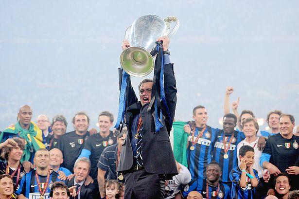 Những danh hiệu cũng không thể bảo chứng cho Mourinho.