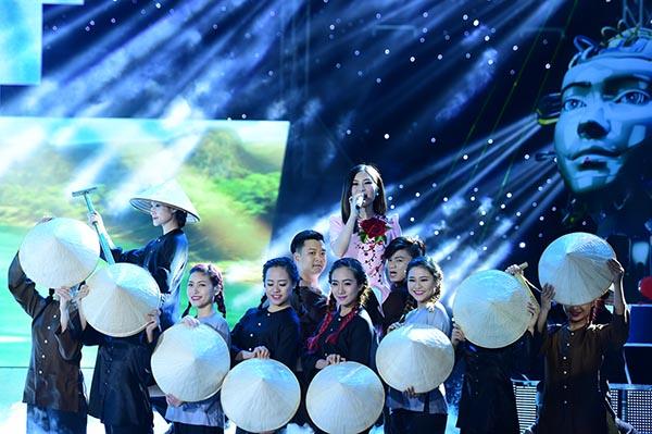 Hương Tràm mở màn liveshow 6 với việc làm mới ca khúc Quảng Bình quê ta ơi.