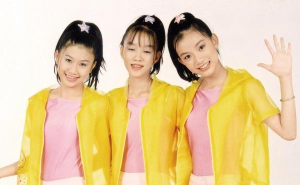 Thùy Lâm thời còn đi hát nhóm (Ngoài cùng bên phải).