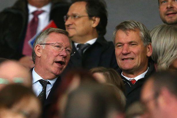 Sir Alex không hề ủng hộ Mourinho.