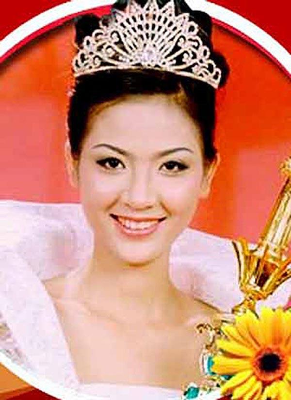 Phan Thu Ngân sinh năm 1980 tại Đồng Nai. Cô đăng quang Hoa hậu Toàn quốc 2000 (tiền thân của Hoa hậu Việt Nam) khi vừa tròn 20 tuổi.