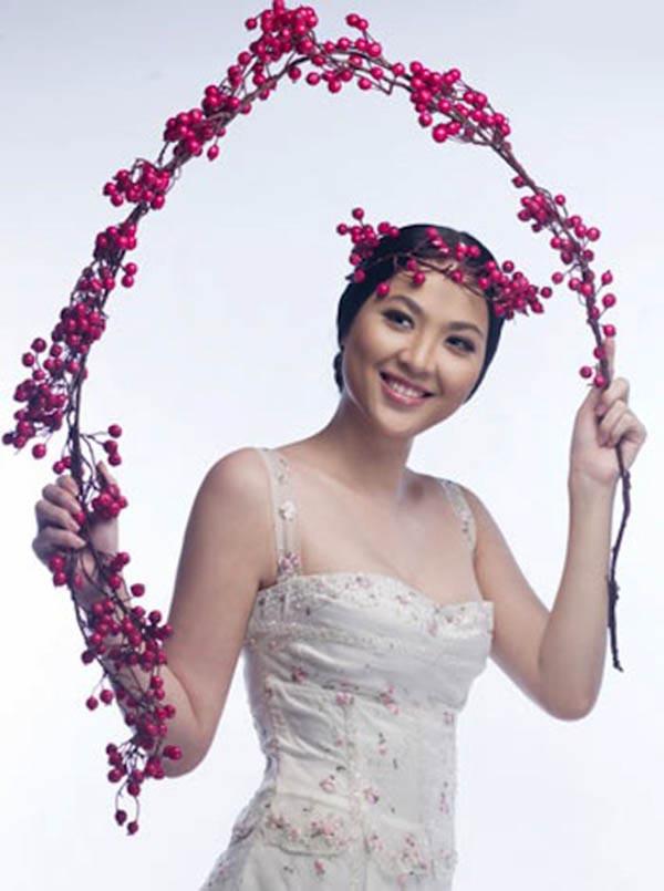 Nhưng chỉ sau đó 2 năm, Phan Thu Ngân bất ngờ lên xe hoa với bạn trai giàu có bằng đám cưới được tổ chức linh đình, hoành tráng tại Hà Nội.