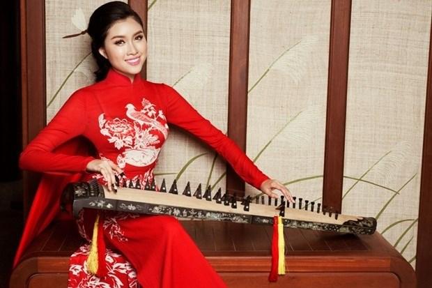MC Thanh Huyền tên thật là Đặng Dương Thanh Thanh Huyền. Cô sinh năm 1996 tại Nha Trang và từng là thủ khoa của ngành Kinh doanh Thương mại, Đại học Nha Trang.