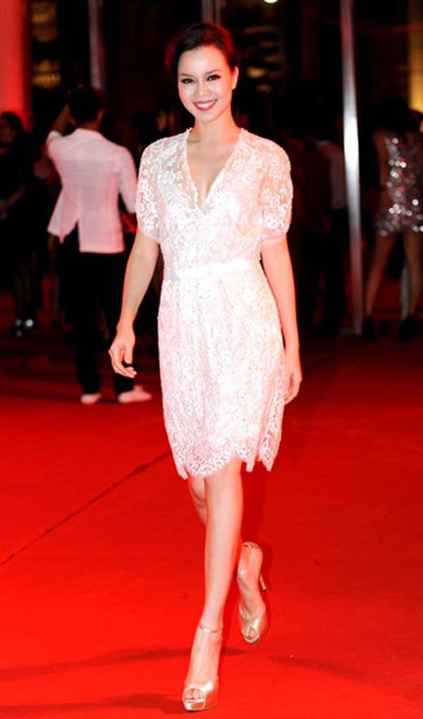 Cô có 5 năm theo đuổi nghề MC và từng có thời gian dài công tác tại Đài truyền hình Việt Nam.