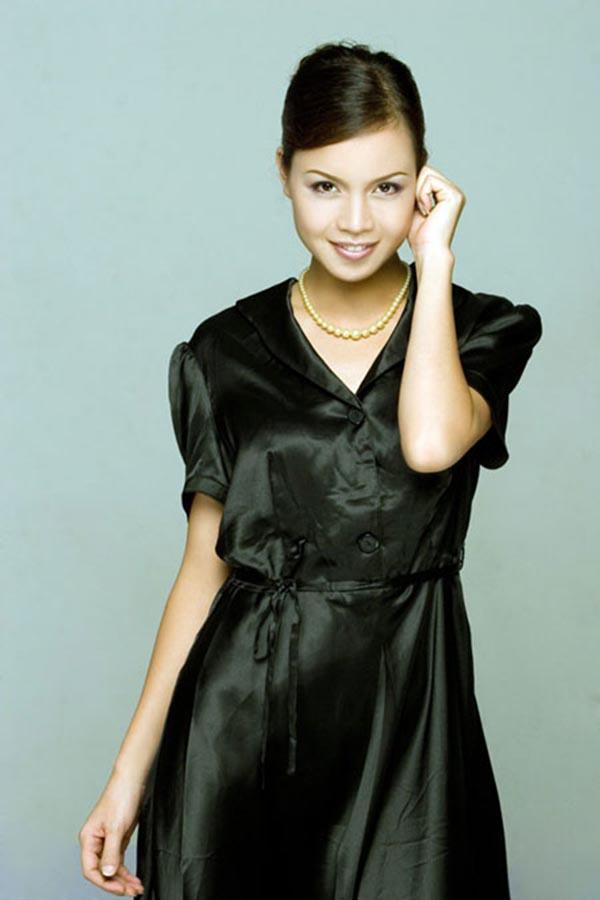 Ngoc Oanh tên đầy đủ là Nguyễn Thị Ngọc Oanh, cô sinh năm 1980 (tuổi Canh Thân) tại Hải Phòng.