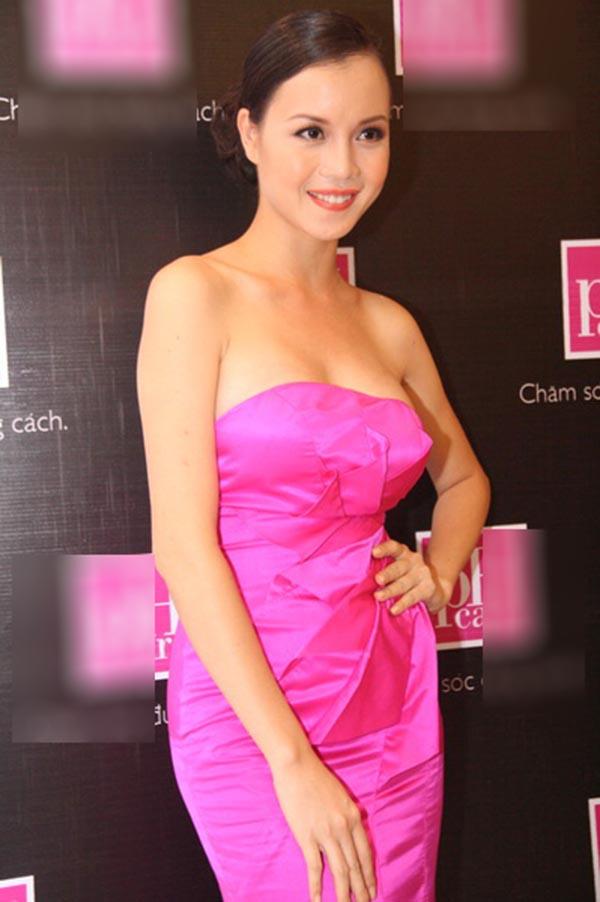Sau khi có được thành tích cao tại Hoa hậu Việt Nam, Ngọc Oanh bắt đầu thử sức với lĩnh vực truyền thông, giải trí.