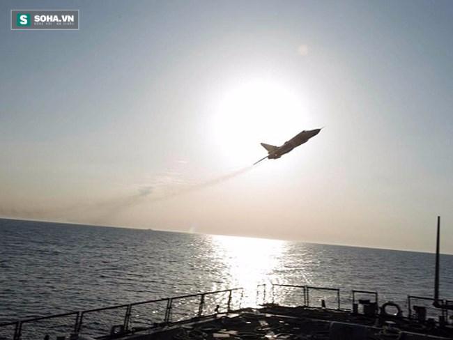 Su-24 bay qua tàu USS Donald Cook trên biển Baltic ngày 12/4/2016