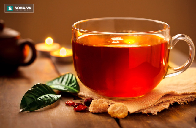 Không nên uống trà đặc ngay sau khi ăn, thay vào đó bạn có thể uống nước lọc (Ảnh minh họa)