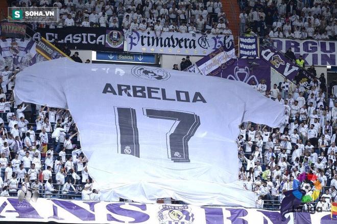 Giây phút chiếc áo khổng lồ được cổ động viên Real Madrid căng trên khán đài, người ta nhận ra Arbeloa được tôn vinh còn trân trọng hơn Fernando Hierro, Raul Gonzalez và Iker Casillas.