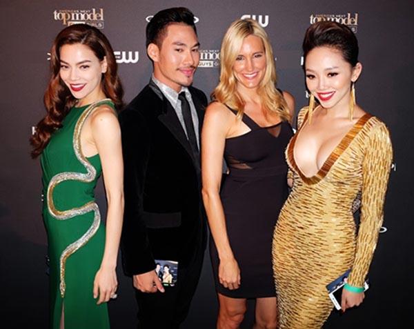 Hình ảnh Hồ Ngọc Hà mặc chiếc váy xanh nổi bật khi tham gia sự kiện có nhiều nghệ sĩ trong và ngoài nước.