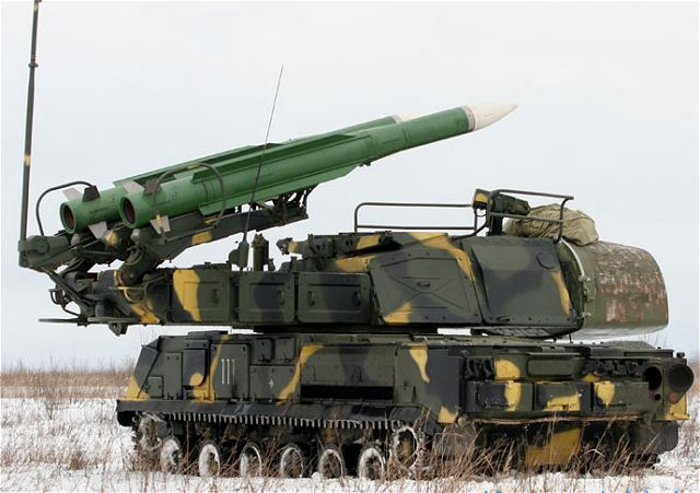 Xe mang phóng tự hành (TELAR) 9A310M1 của tổ hợp Buk-M1 với tên lửa 9M38