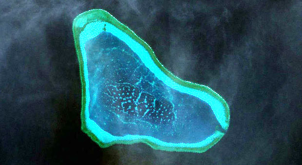 Ảnh vệ tinh bãi cạn Scarborough, nơi Trung Quốc được cho là sắp tiến hành cải tạo, xây đảo nhân tạo. (Nguồn: Inquirer)