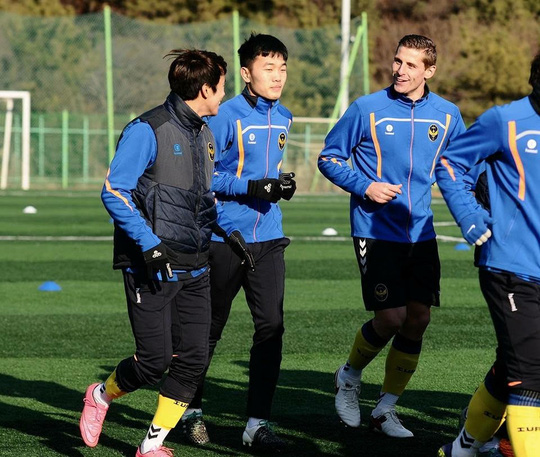Xuân Trường tập luyện ở Incheon United.
