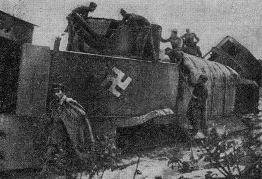 Xác tàu bọc thép Adolf Hitler sau cuộc đấu tay đôi với tàu Ilya Muromets.