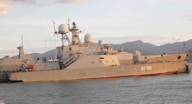 Tàu 381 tại khu vực cầu cảng trong Quân cảng Cam Ranh. Ảnh: Tuổi trẻ.