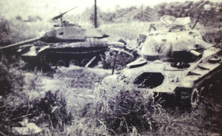 Xác những chiếc xe tăng Mỹ do kíp xe 377 bắn cháy tại trận Đắk Tô.