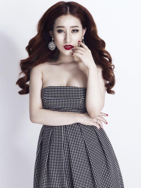 Qua tìm hiểu được biết, hot girl Ivy tên thật là Nhật Vy, cô sinh năm 1992 và từng có thời gian sinh sống và học tập ở nước ngoài.