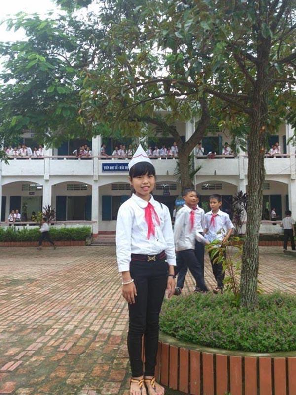 Ngoài đời, Thu Hà có tính cách khá gần gũi, dễ thương. Với năng khiếu ca hát tự rèn luyện từ nhỏ, cô liên tục đại diện cho trường, lớp tham gia các cuộc thi sơn ca và đạt thành tích cao.