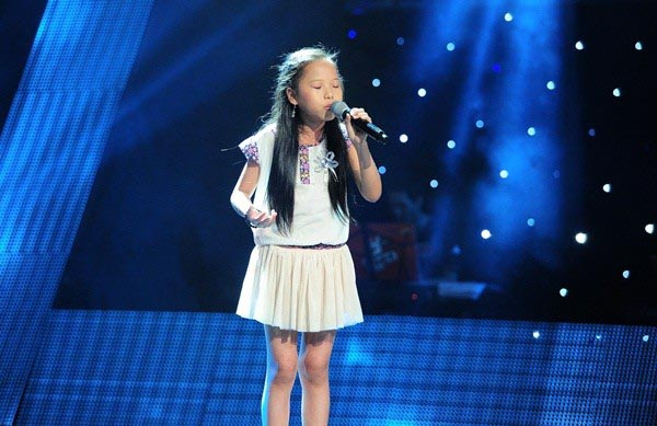 Hình ảnh Thu Hà thi vòng Giấu mặt The Voice Kids 2013.