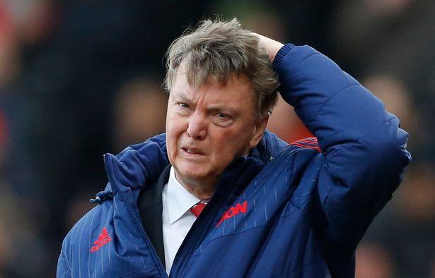 Van Gaal buồn bã vì những thất bại.