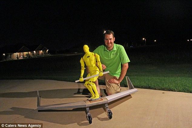 Anh Aaron Wypyszynkski và ván trượt WingBoard