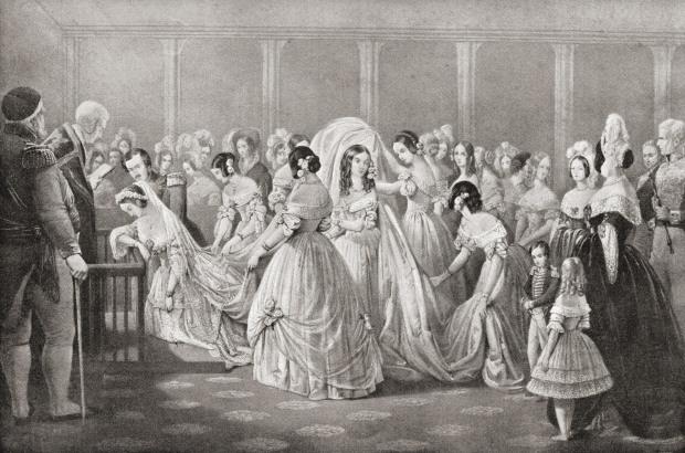 Quay trở lại thời kì 176 năm về trước, màu đỏ mới là màu phổ biến nhất được chon để may váy cưới bởi đó là màu của hoa hồng, của sự lãng mạn.