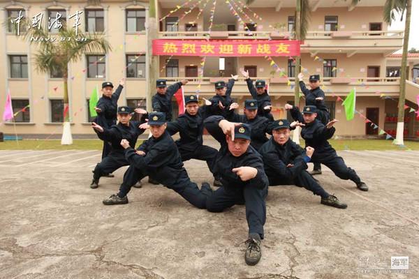 La Hán trận đồ quen thuộc của Thiếu Lâm tại một đơn vị Thủy quân lục chiến hạm đội Nam Hải. Báo chí Trung Quốc cho rằng 30 cao thủ Thiếu Lâm này