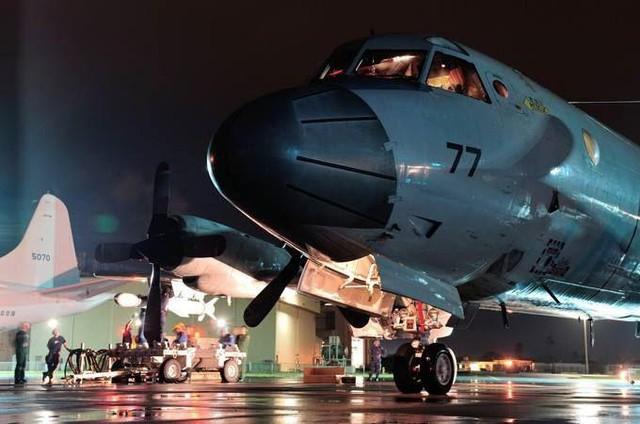 Máy bay P-3C là loại máy bay tuần thám biển/chống ngầm do hãng Lockheed (nay là Lockheed Martin chế tạo và đưa vào trang bị Hải quân Mỹ từ năm 1960.