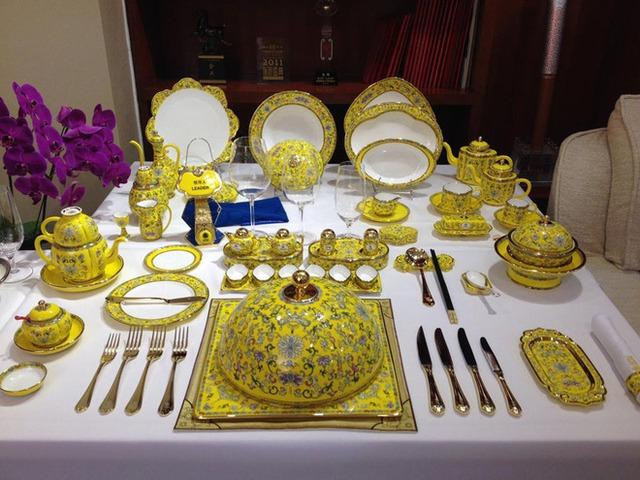 Có thể thấy, Trung Quốc đã đặt yếu tố dân tộc truyền thống lên hàng đầu, trong cách lựa chọn món ăn, cách bày trí bàn tiệc tới thiết kế dao, thìa, dĩa, hay các đồ vật trang trí... tại quốc yến dịp APEC 2014.