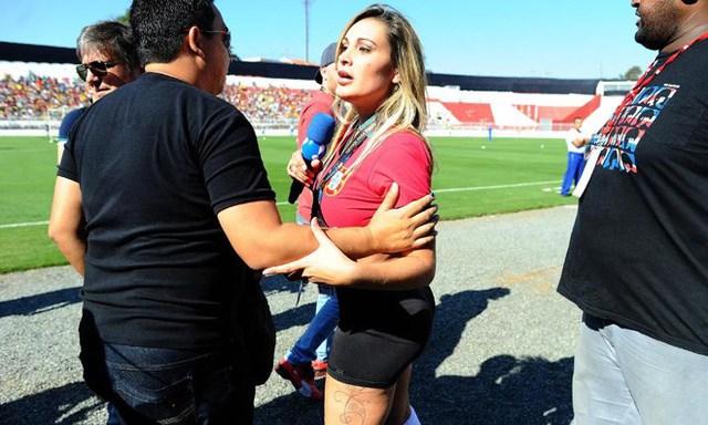 Andressa Urach cố gắng gây sự chú ý của Cris Ronaldo trên đất Brazil