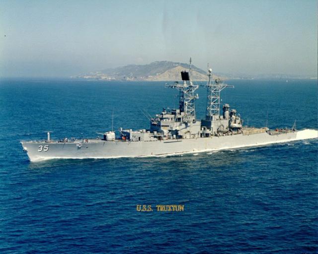 Tuần dương hạm hạt nhân mang tên lửa điều khiển lớp Truxtun CGN-35 là một phân lớp của tuần dương hạm mang tên lửa điều khiển thông thường lớp Belknap CG-26.