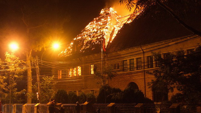 Lửa bốc cháy nghi ngút tại Cục bản đồ Đà Lạt.
