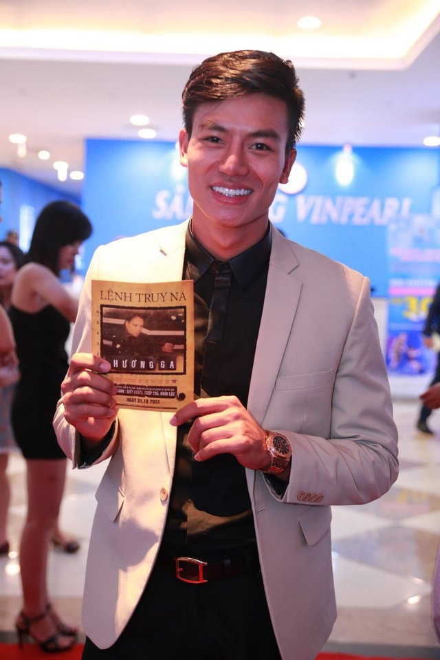 Nam diễn viên Hiếu Nguyễn trong phim là một tay giang hồ có tính cách tương đối nhút nhát.