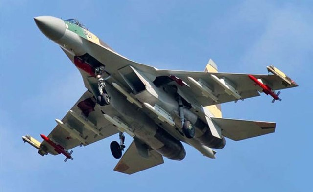 Máy bay tiêm kích thế hệ 4++ Su-35