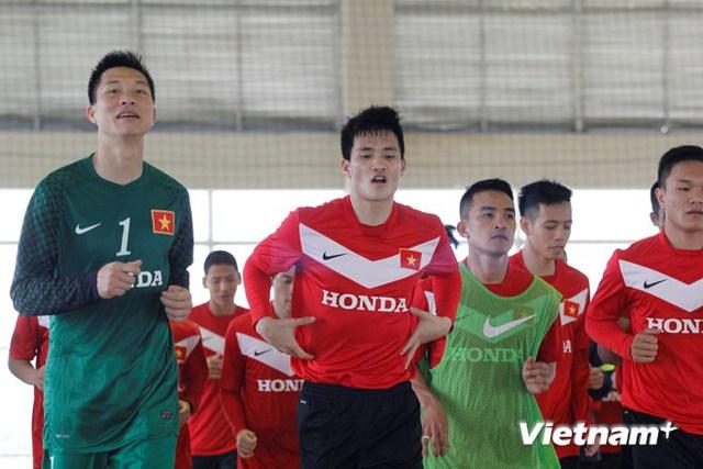 Công Vinh (giữa) sẽ có cơ hội ra mắt đội bóng mới tại Mekong Cup này. (Ảnh: Minh Chiến/Vietnam+)