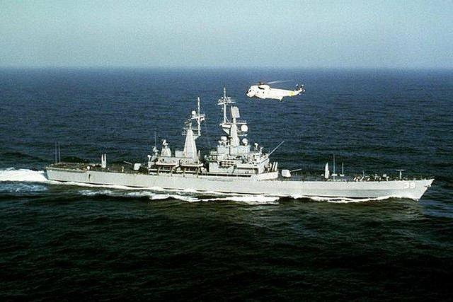 Theo kế hoạch sẽ có 11 tàu lớp này được đóng nhưng thực tế chỉ được 4 chiếc gồm Virginia CGN-38; Texas CGN-39; Mississippi CGN-40 và Arkansas CGN-41. Cả 4 tàu trên có thời hạn phục vụ chỉ từ 15,3 đến 19 năm. Đây là một khoảng thời gian ngắn kỷ lục của những chiến hạm chạy bằng năng lượng hạt nhân, lý do chính là chi phí hoạt động của chúng quá cao. Theo thời giá năm 1996, CGN-38 mất 40 triệu USD chi phí hoạt động 1 năm trong khi đó Ticonderoga là 28 triệu còn Arleigh Burke chỉ là 20 triệu USD. Thêm vào đó việc dùng ray phóng Mk-13 làm tàu không có tính đa năng như các chiến hạm thế hệ sau sử dụng bệ phóng thẳng đứng Mk-41.