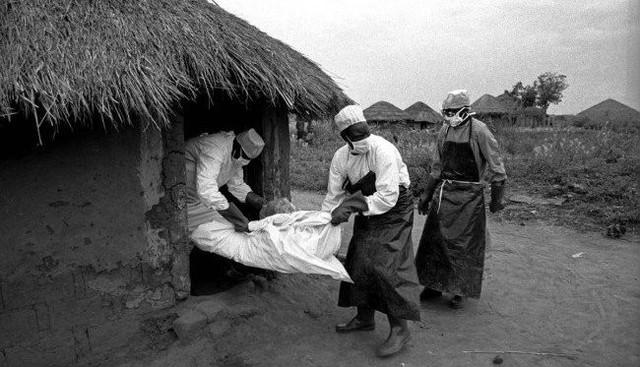 Rợn người hình ảnh chết chóc ở tâm đại dịch Ebola 10