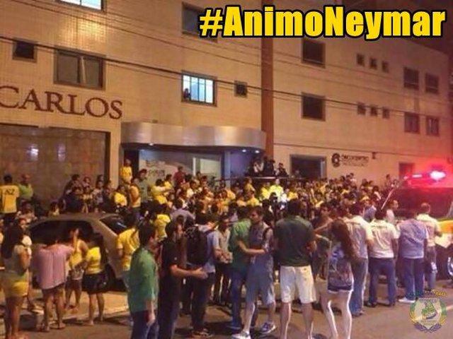 CĐV Brazil quá lo lắng cho Neymar