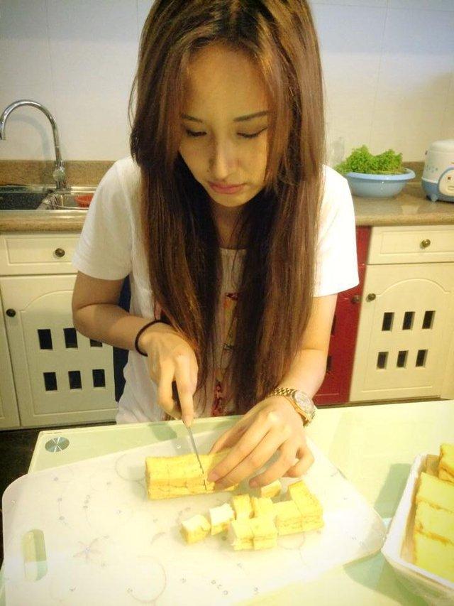 Thi thoảng, Hoa hậu cũng tự tay vào bếp để chuẩn bị bữa ăn cho gia đình.